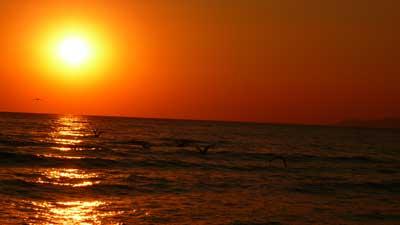 Sole e vita all'aria aperta: proteggiamo la pelle in maniera corretta